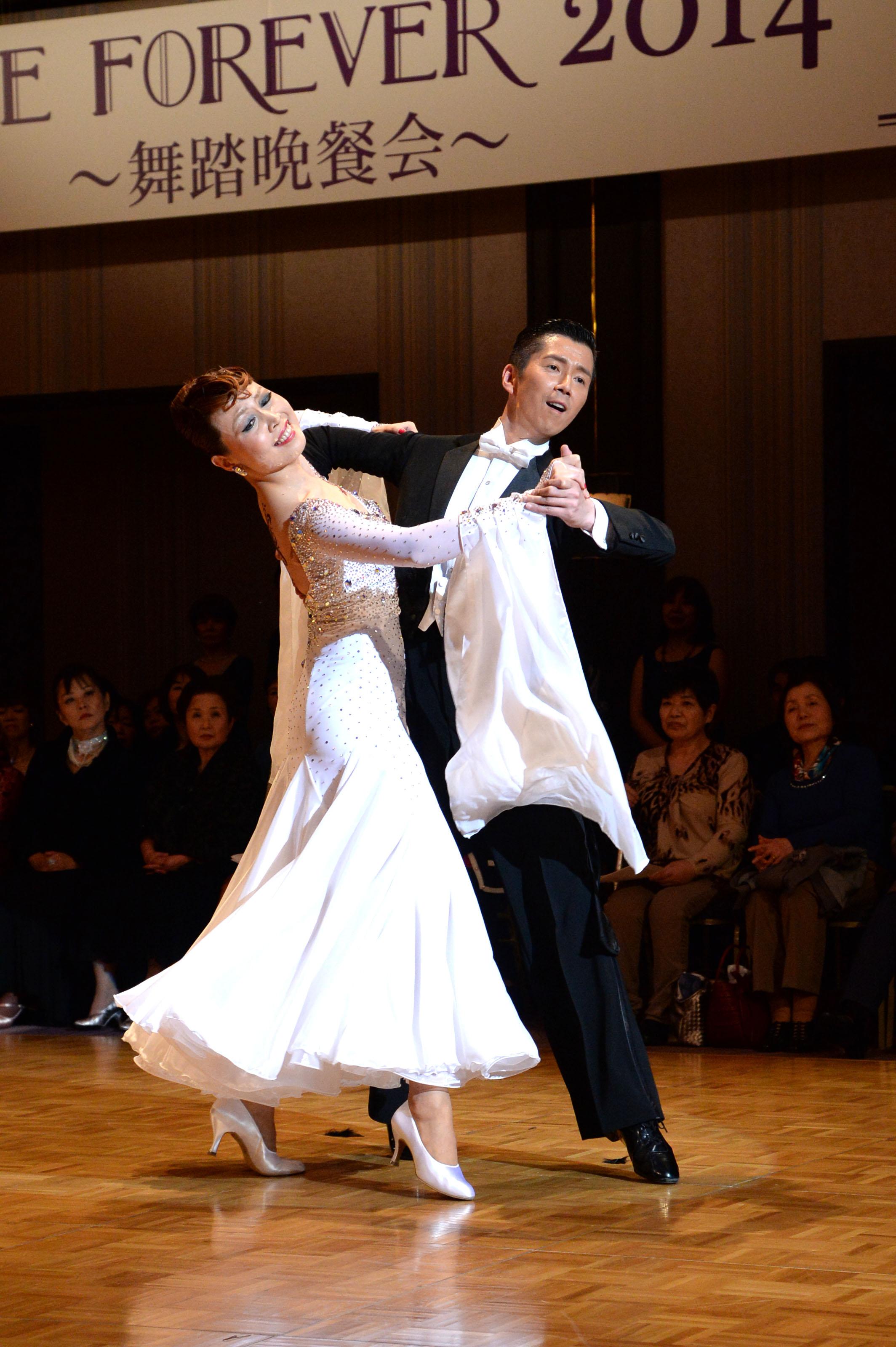 danceforever2014長崎 富田組白ドレス